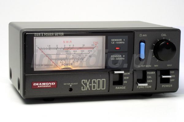 Diamond SX-400 представляет собой измеритель КСВ и мощности включаемый между передатчиком и антенной.